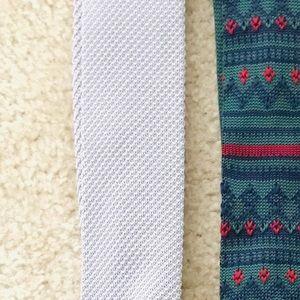 Solid, Silver Knit Tie (Banana Republic)